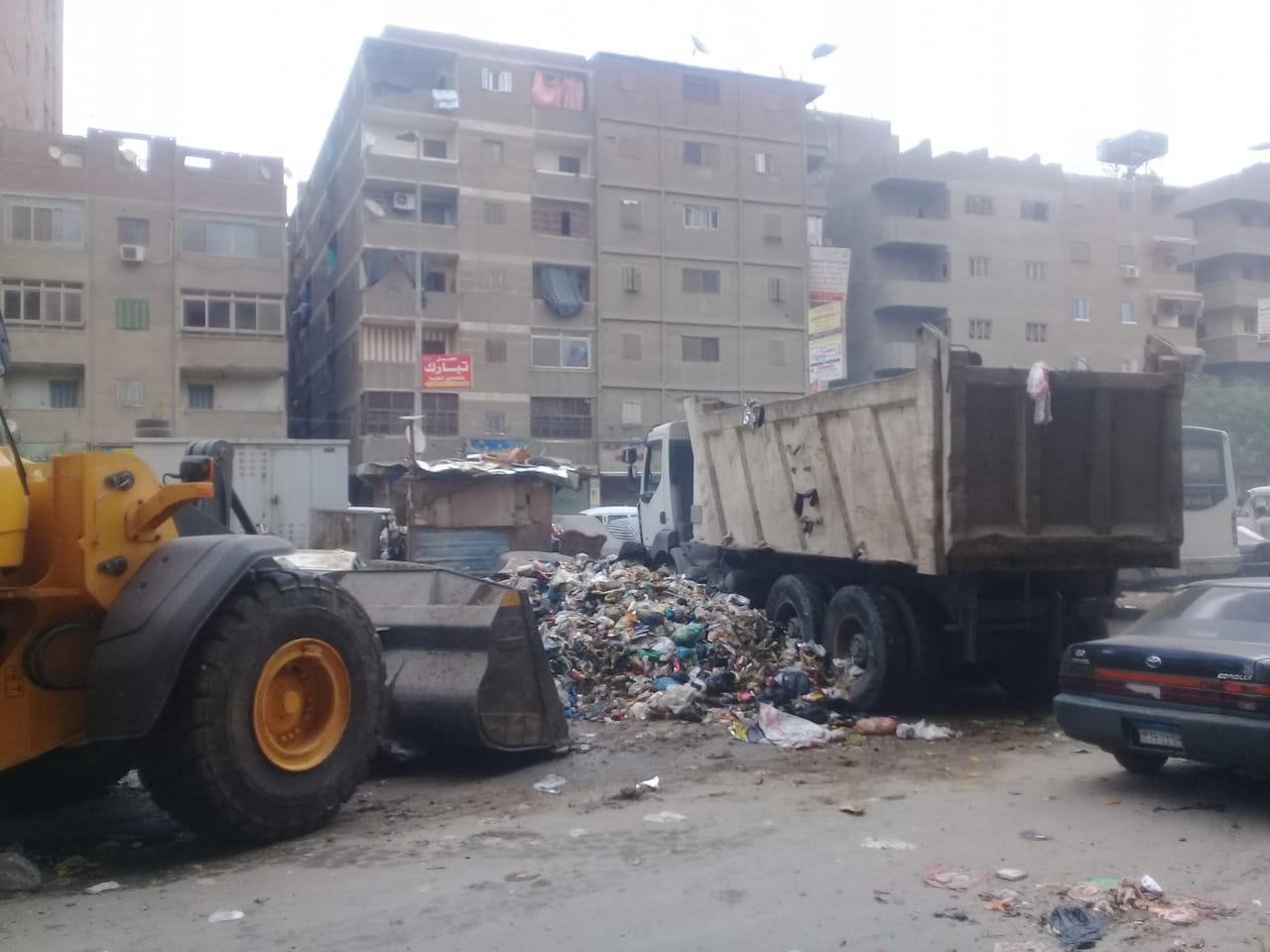 رفع القمامة من شارع عرابى بشبرا الخيمة (7)