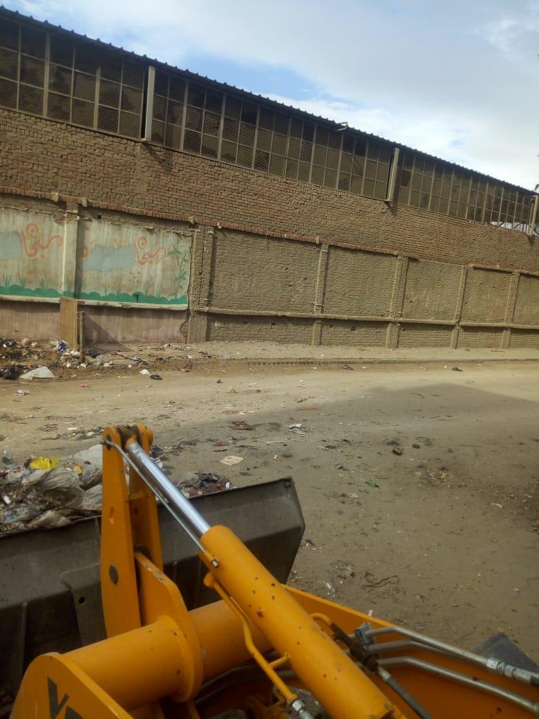 رفع القمامة من شارع عرابى بشبرا الخيمة (11)