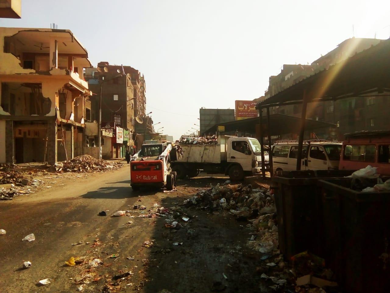رفع القمامة من شارع عرابى بشبرا الخيمة (16)