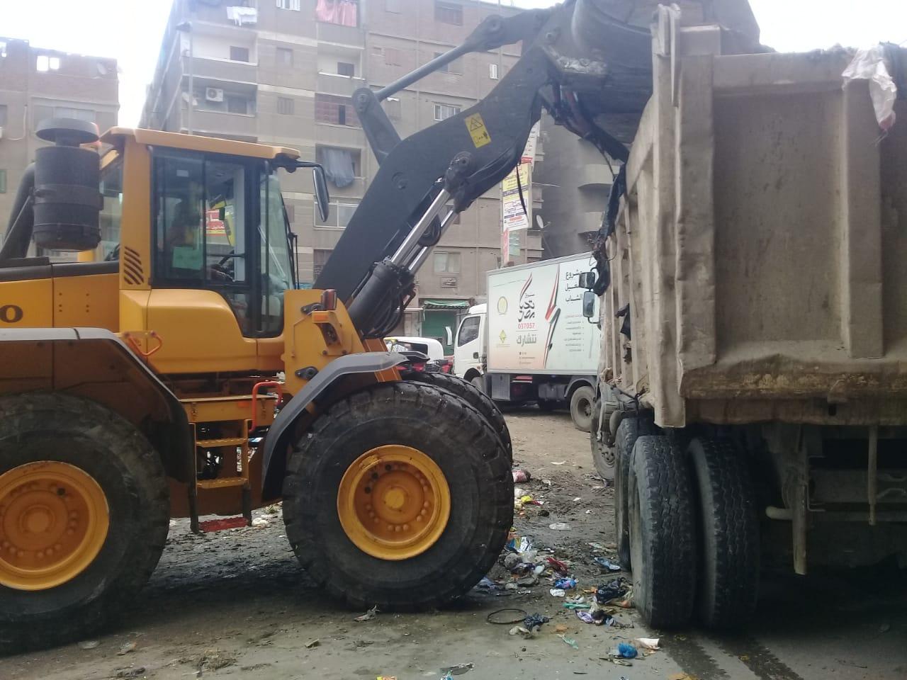 رفع القمامة من شارع عرابى بشبرا الخيمة (5)