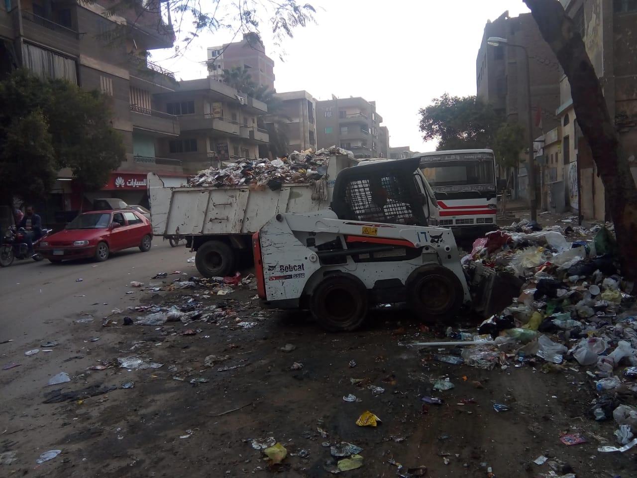 رفع القمامة من شارع عرابى بشبرا الخيمة (3)