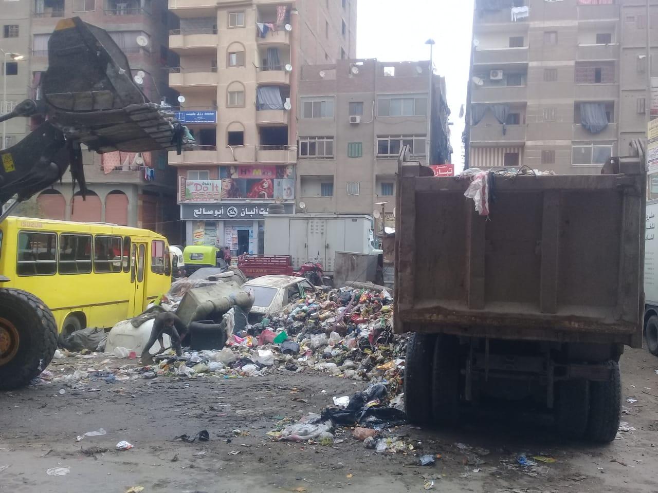 رفع القمامة من شارع عرابى بشبرا الخيمة (18)