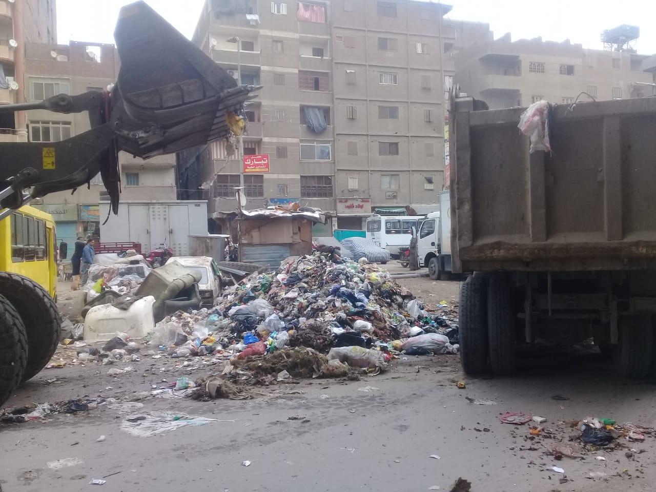 رفع القمامة من شارع عرابى بشبرا الخيمة (13)