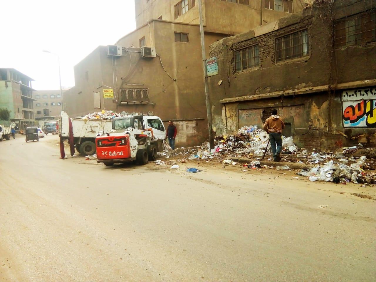 رفع القمامة من شارع عرابى بشبرا الخيمة (14)