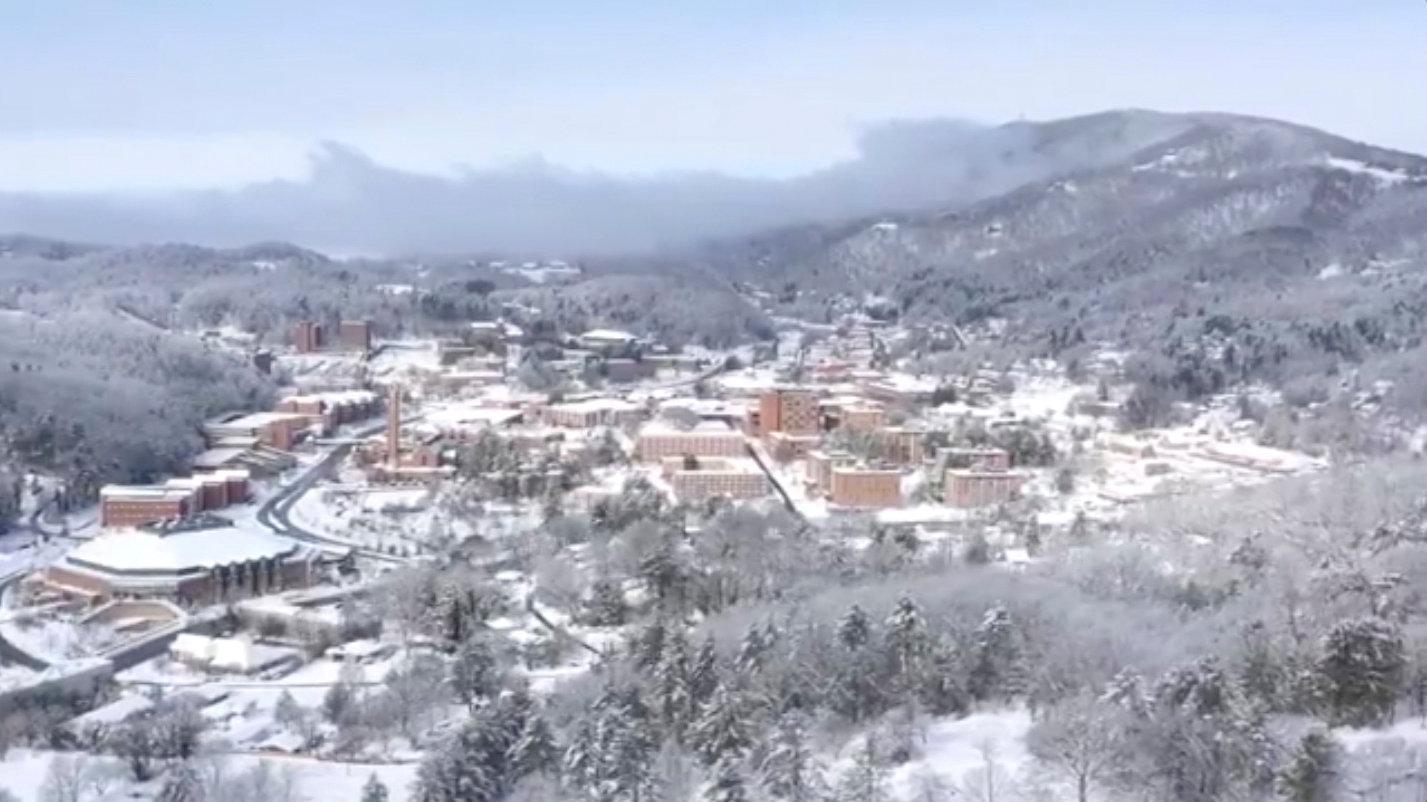 تساقط الثلوج بسبب الموجة الباردة فى أمريكا (5)