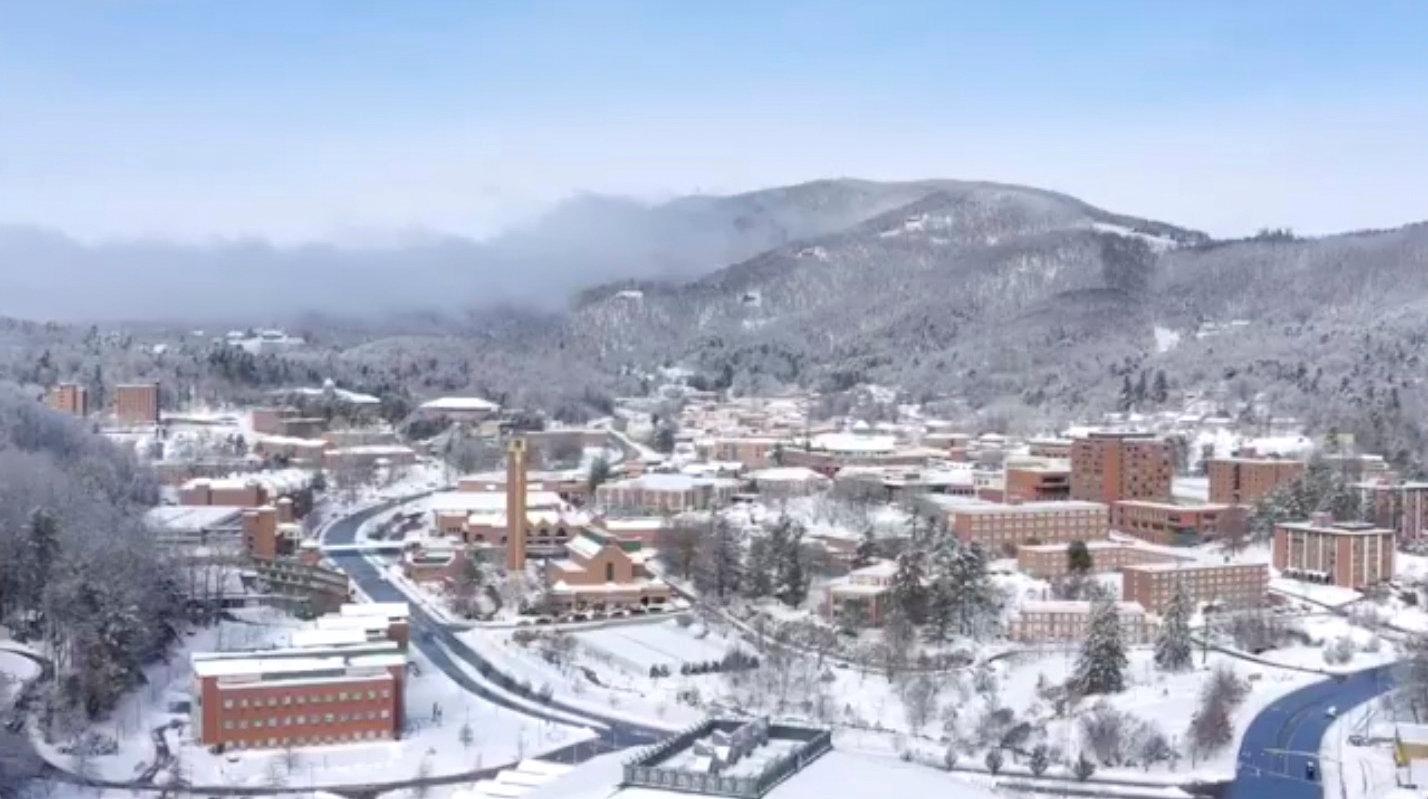 تساقط الثلوج بسبب الموجة الباردة فى أمريكا (9)