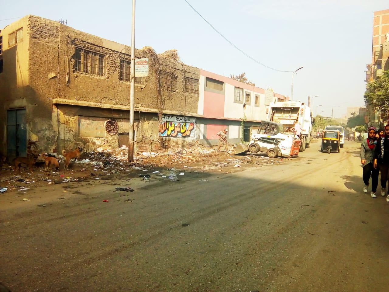 رفع القمامة من شارع عرابى بشبرا الخيمة (12)