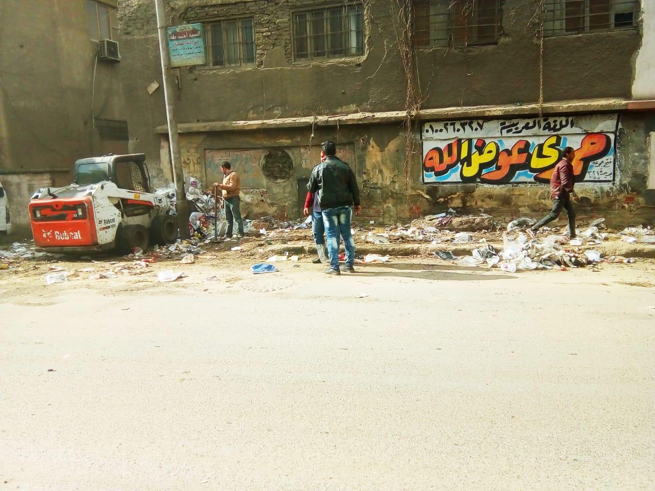 رفع القمامة من شارع عرابى بشبرا الخيمة (9)