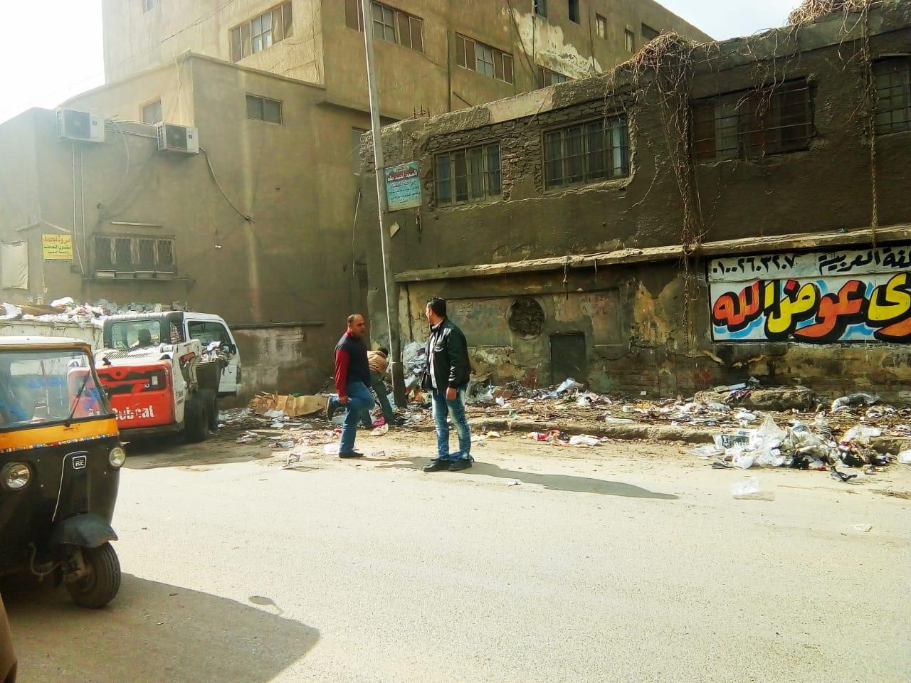 رفع القمامة من شارع عرابى بشبرا الخيمة (8)