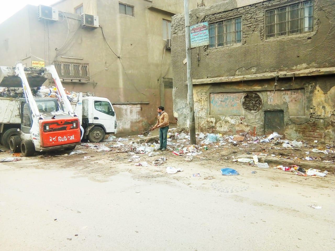 رفع القمامة من شارع عرابى بشبرا الخيمة (6)