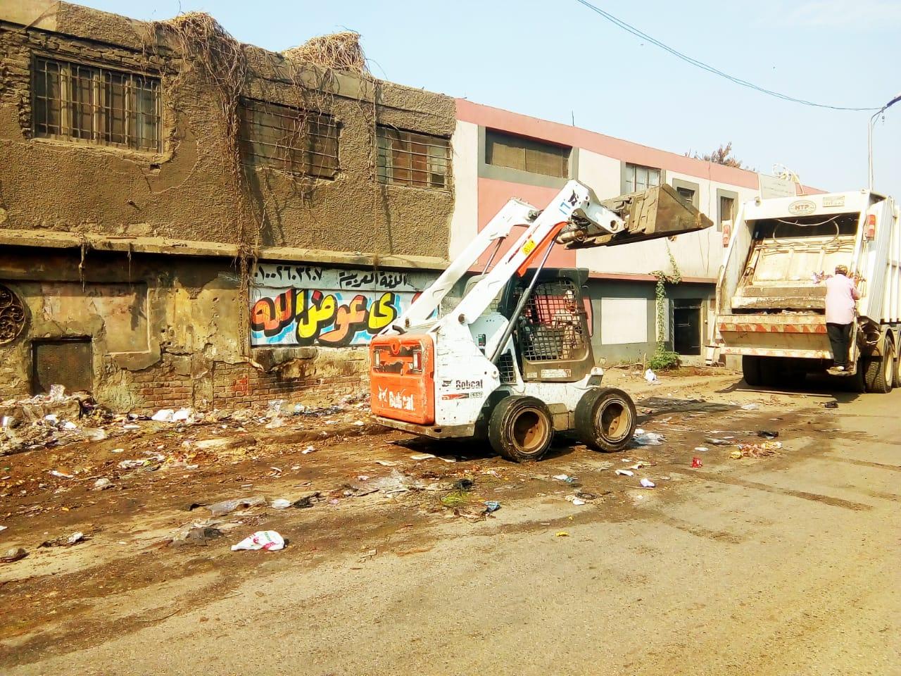 رفع القمامة من شارع عرابى بشبرا الخيمة (17)