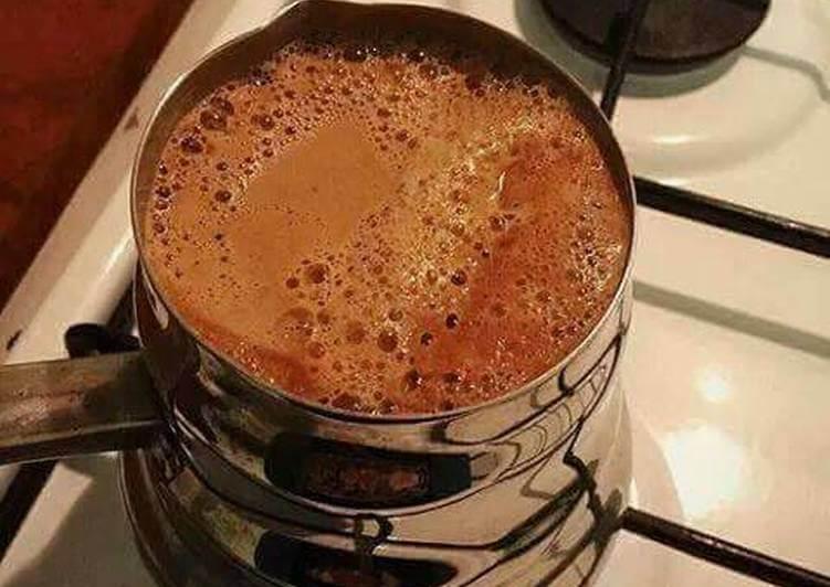 تناول من فنجانين الى 3 فناجين من  القهوة يوميا