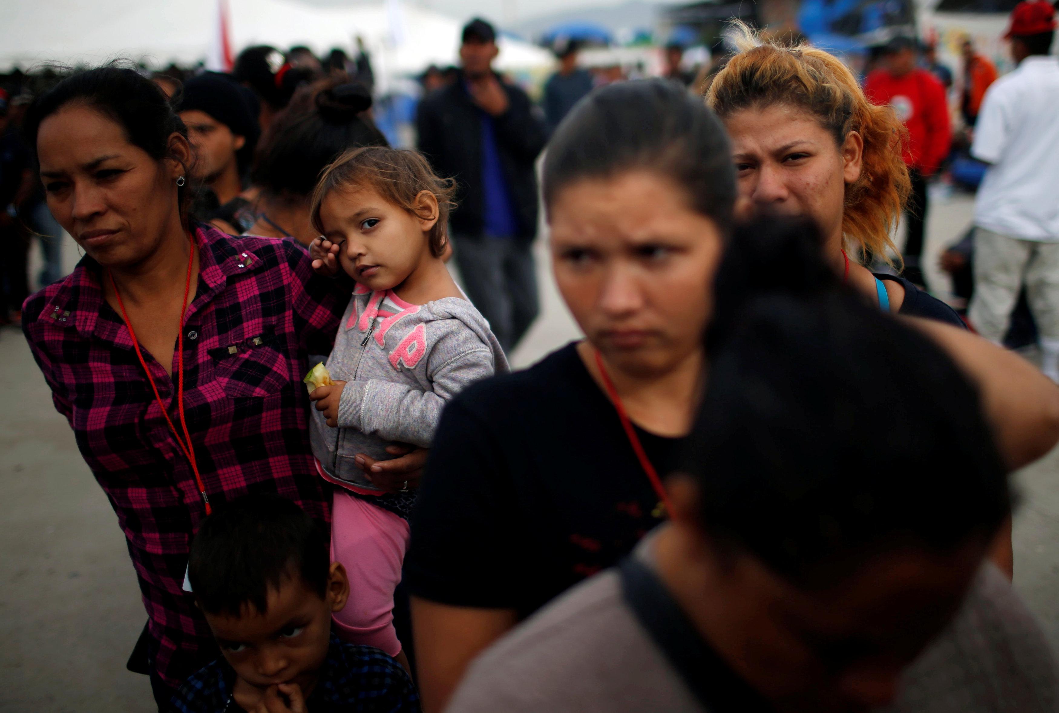 اعتقال مهاجرين على الجانب الأمريكى من الحدود مع المكسيك  (3)
