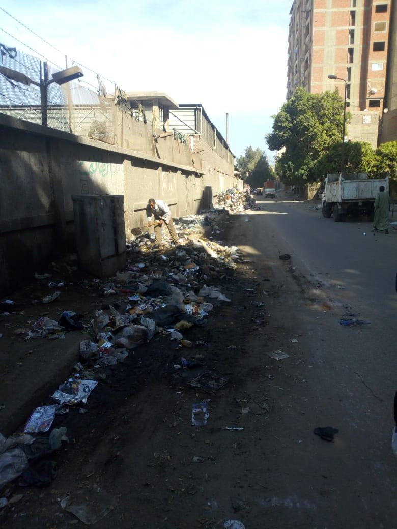 رفع القمامة من شارع عرابى بشبرا الخيمة (2)