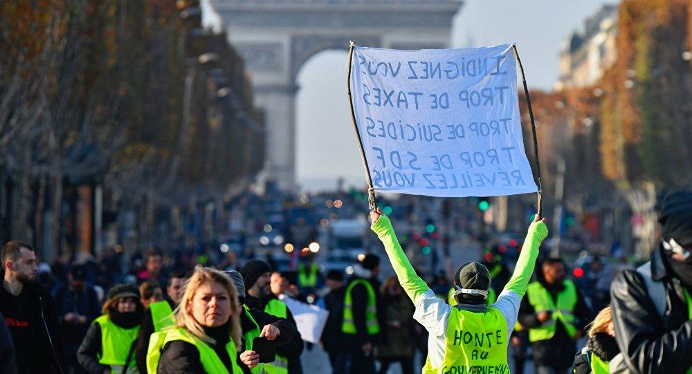 احتجاجات باريس ألهمت ترامب