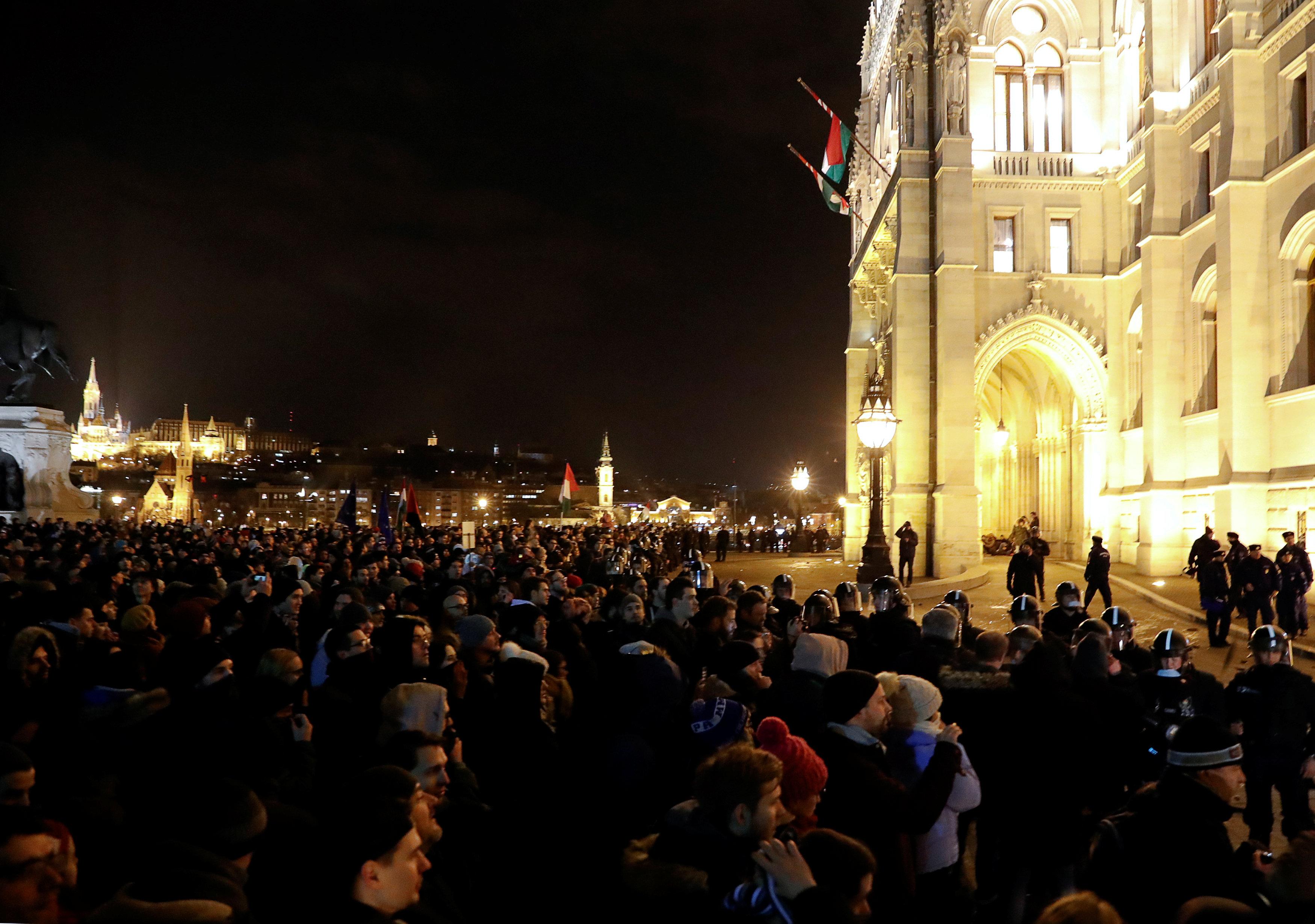 احتجاجات فى المجر ضد قانون العمل الجديد (2)