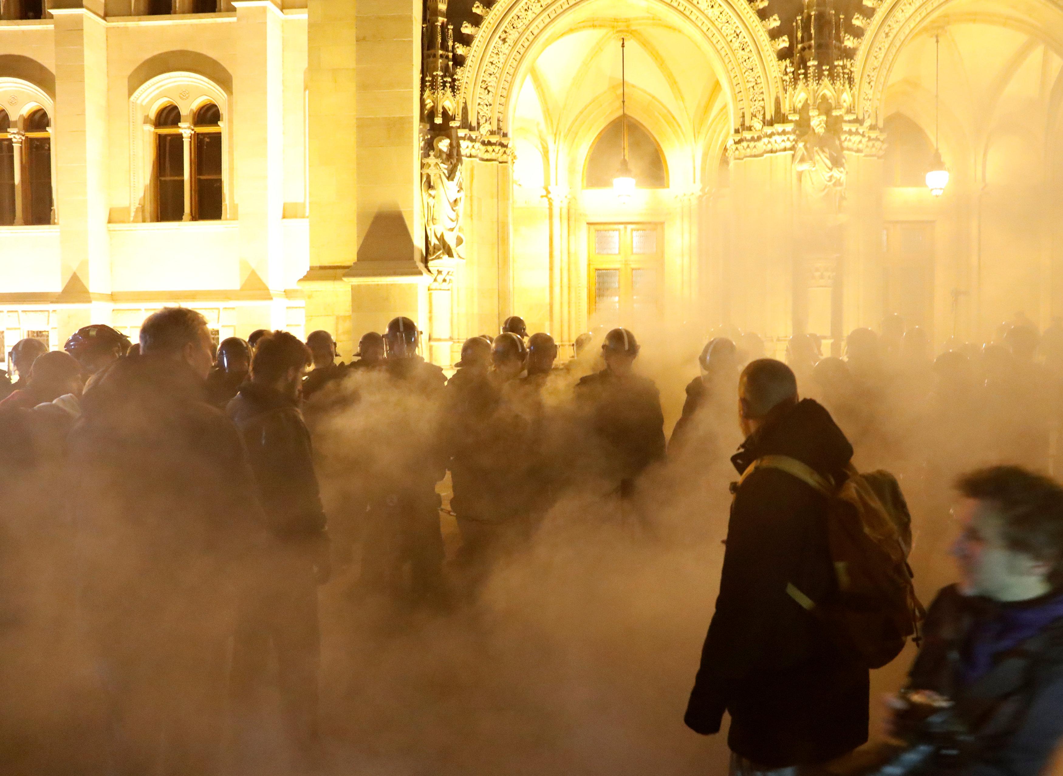 احتجاجات فى المجر ضد قانون العمل الجديد (3)