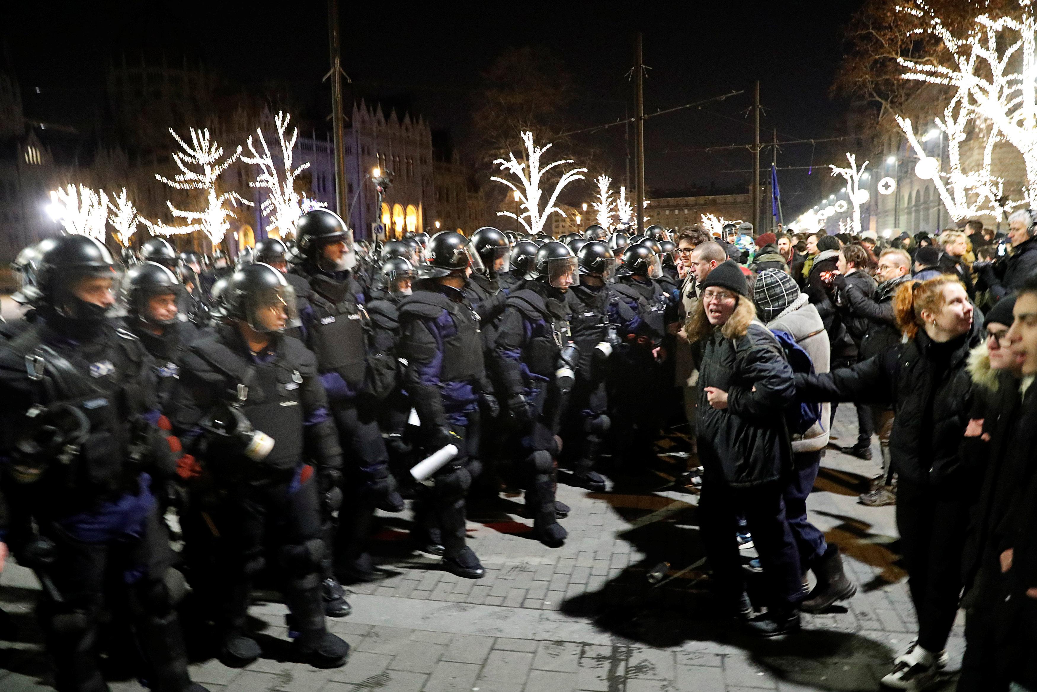 احتجاجات فى المجر ضد قانون العمل الجديد (12)