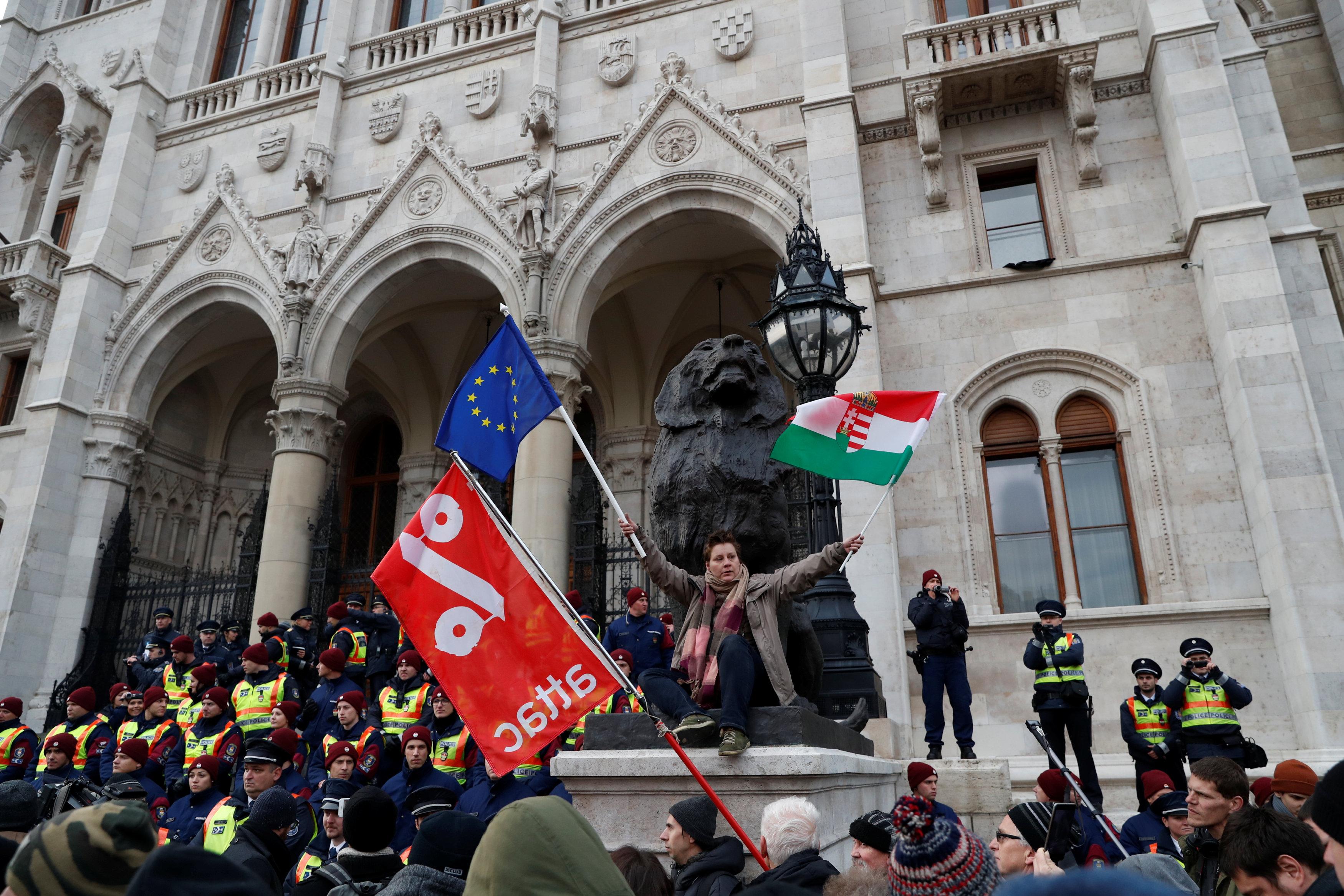 احتجاجات فى المجر ضد قانون العمل الجديد (1)