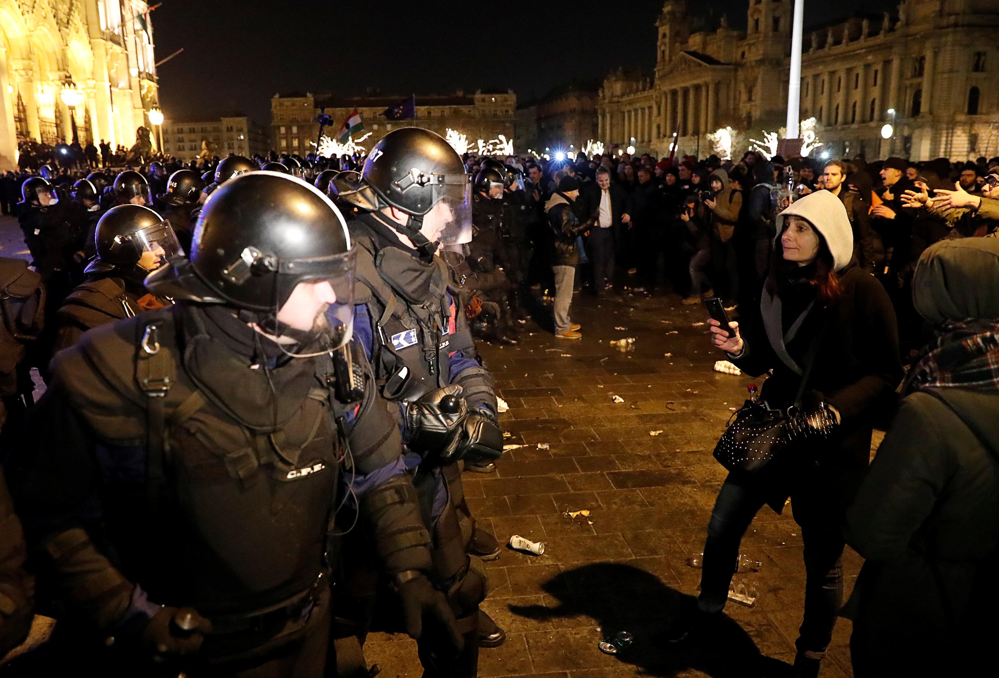 احتجاجات فى المجر ضد قانون العمل الجديد (10)