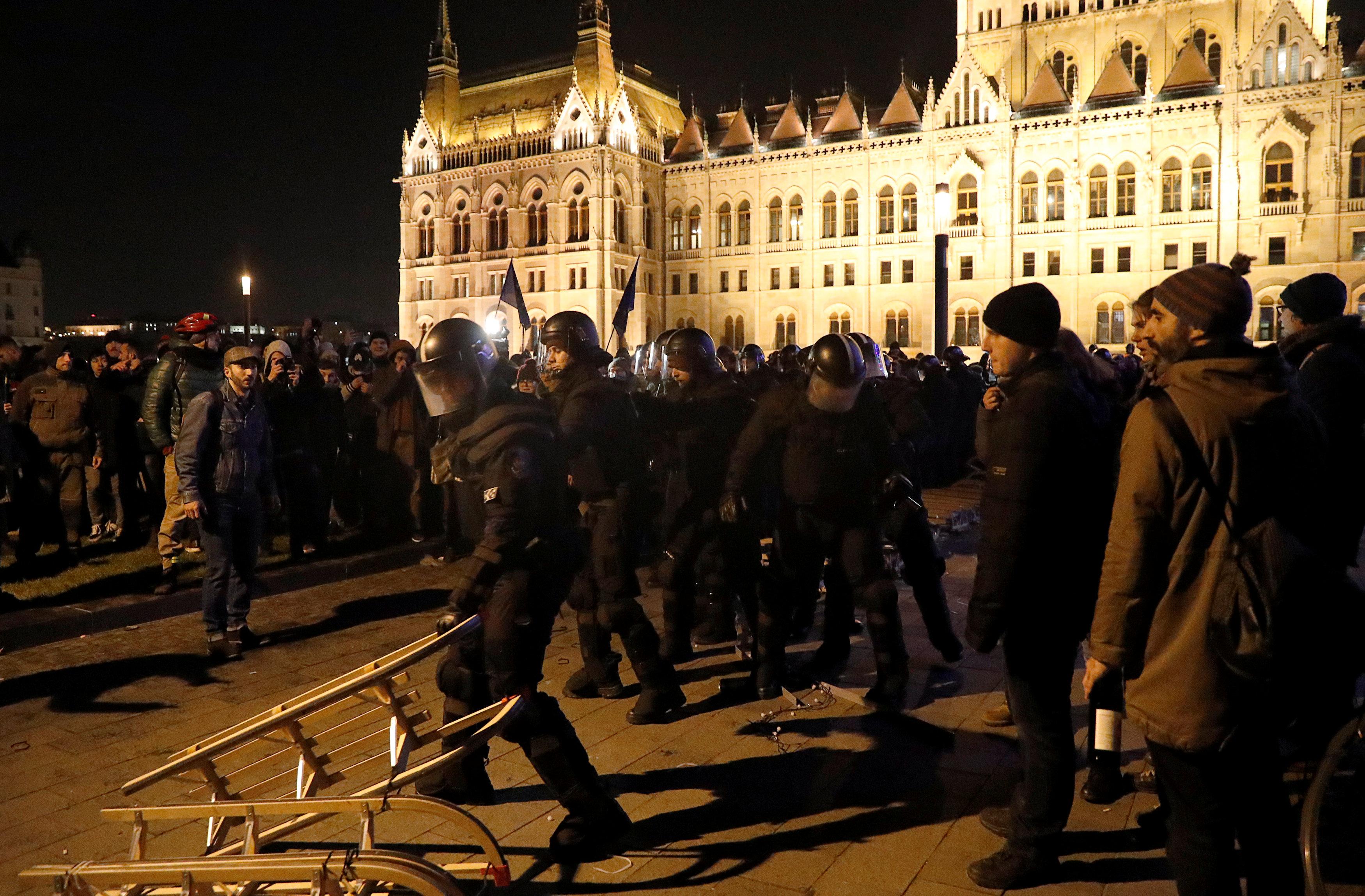 احتجاجات فى المجر ضد قانون العمل الجديد (6)