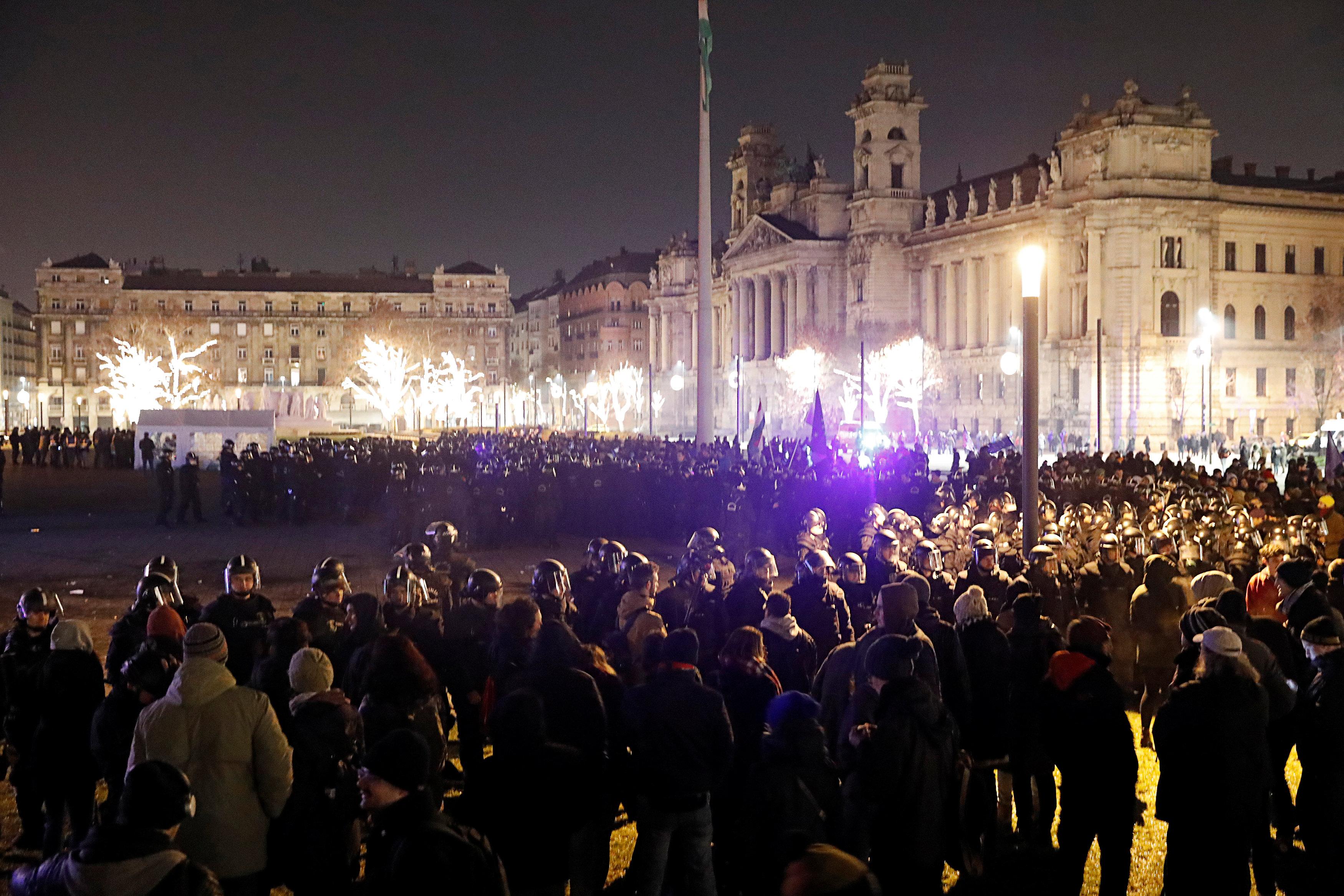 احتجاجات فى المجر ضد قانون العمل الجديد (11)