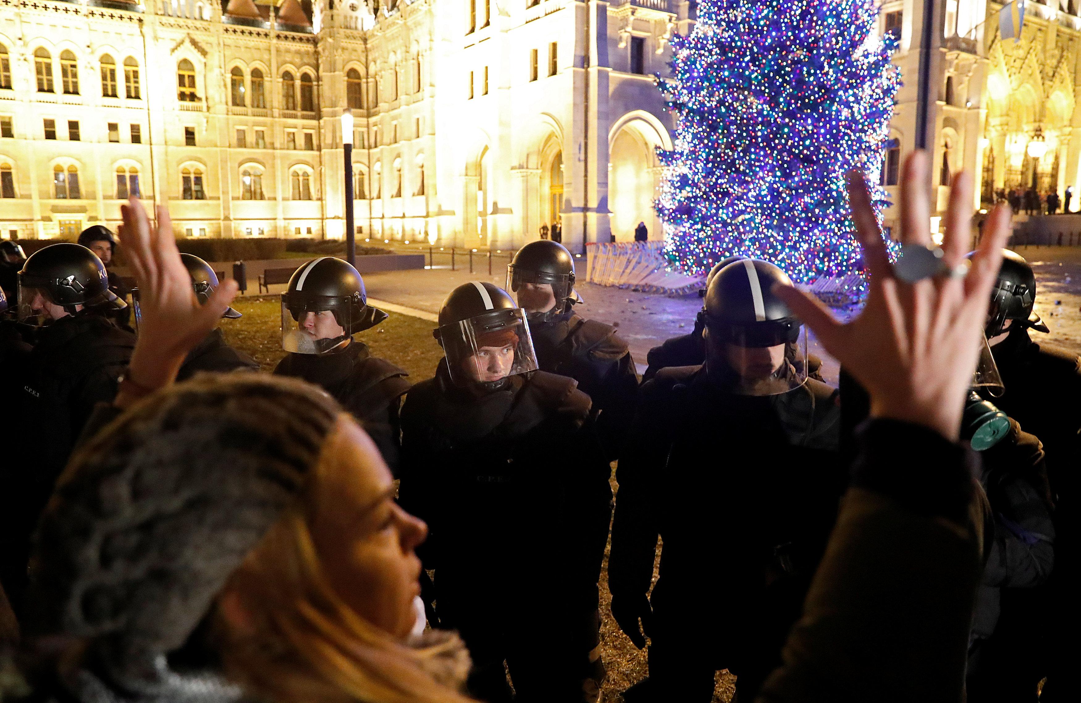احتجاجات فى المجر ضد قانون العمل الجديد (9)