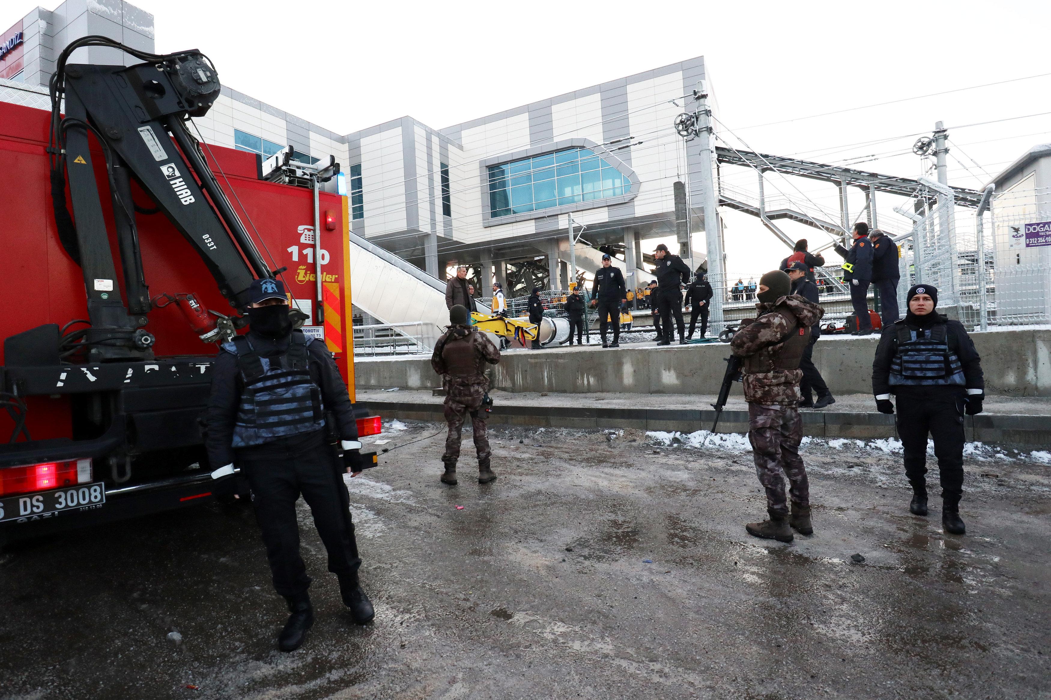 الشرطة التركية فى موقع الحادث