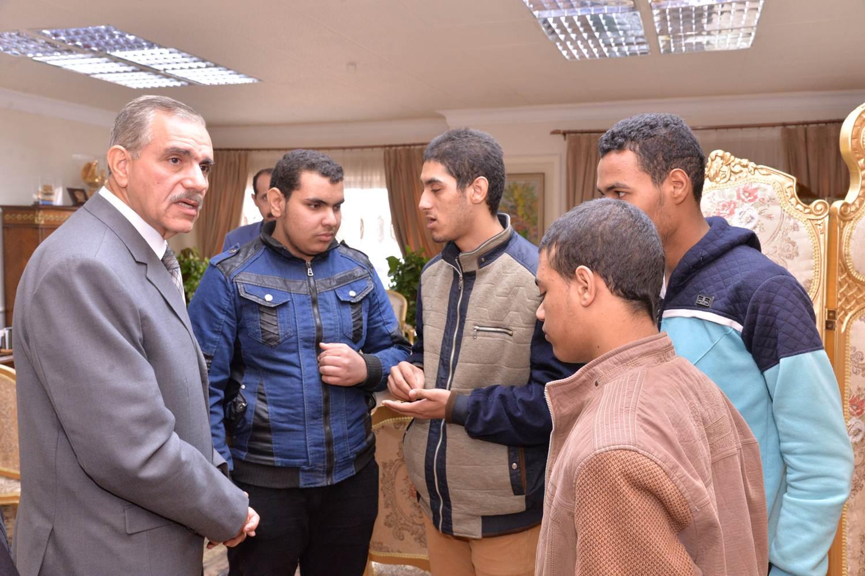 لقاء المحافظ بالطلاب المكفوفين (3)