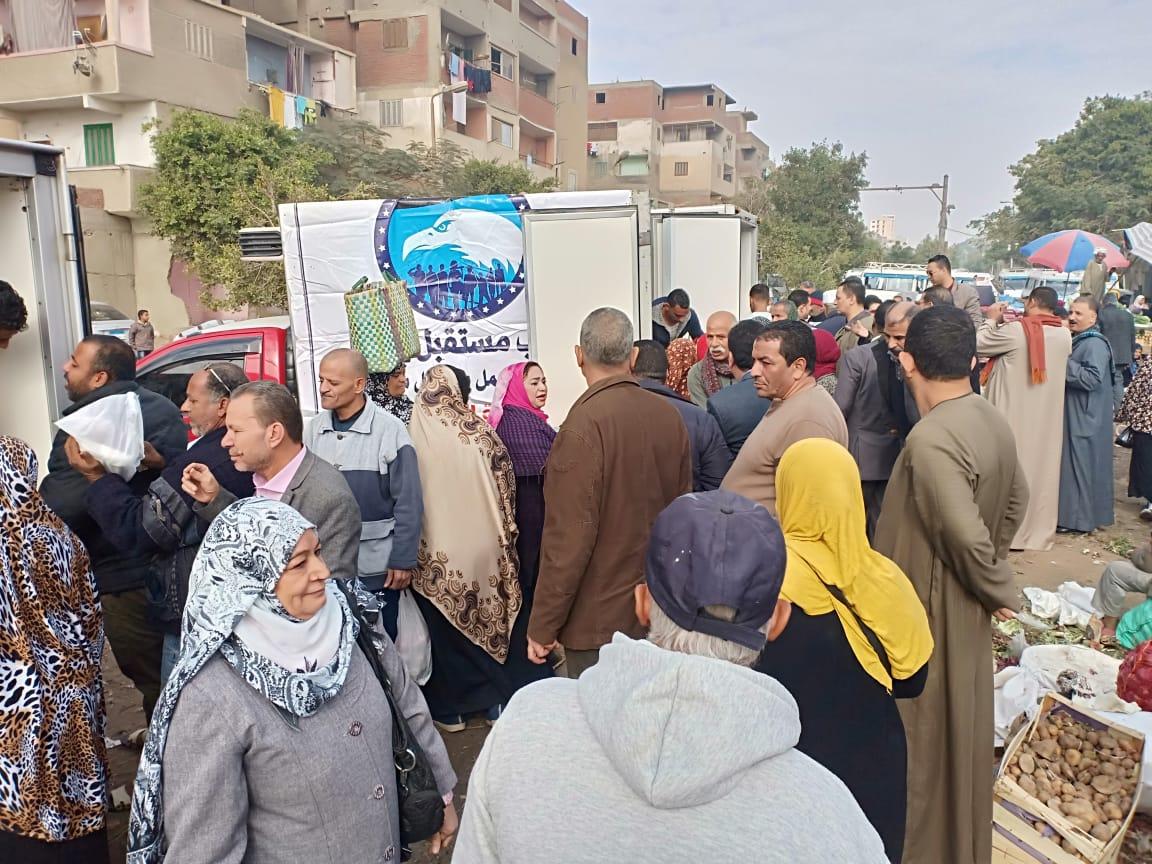 مستقبل وطن يطلق منافذ متحركة لبيع السلع بالقاهرة ويوزع الهدايا على الطلاب بالشرقية     (1)