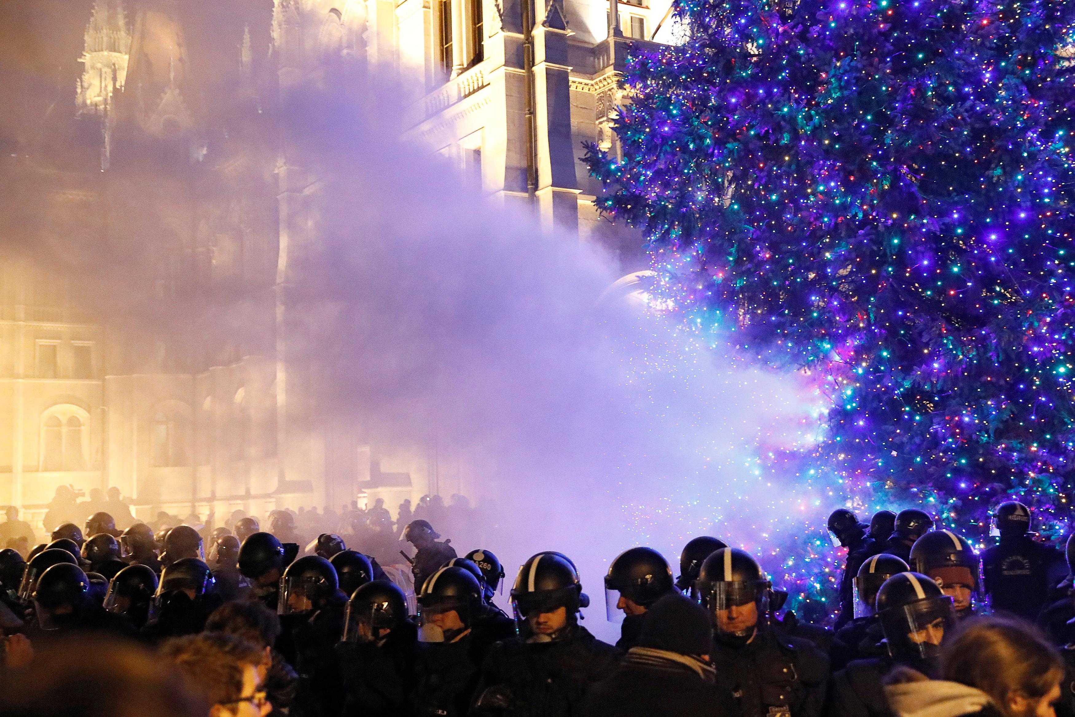 احتجاجات فى المجر ضد قانون العمل الجديد (7)
