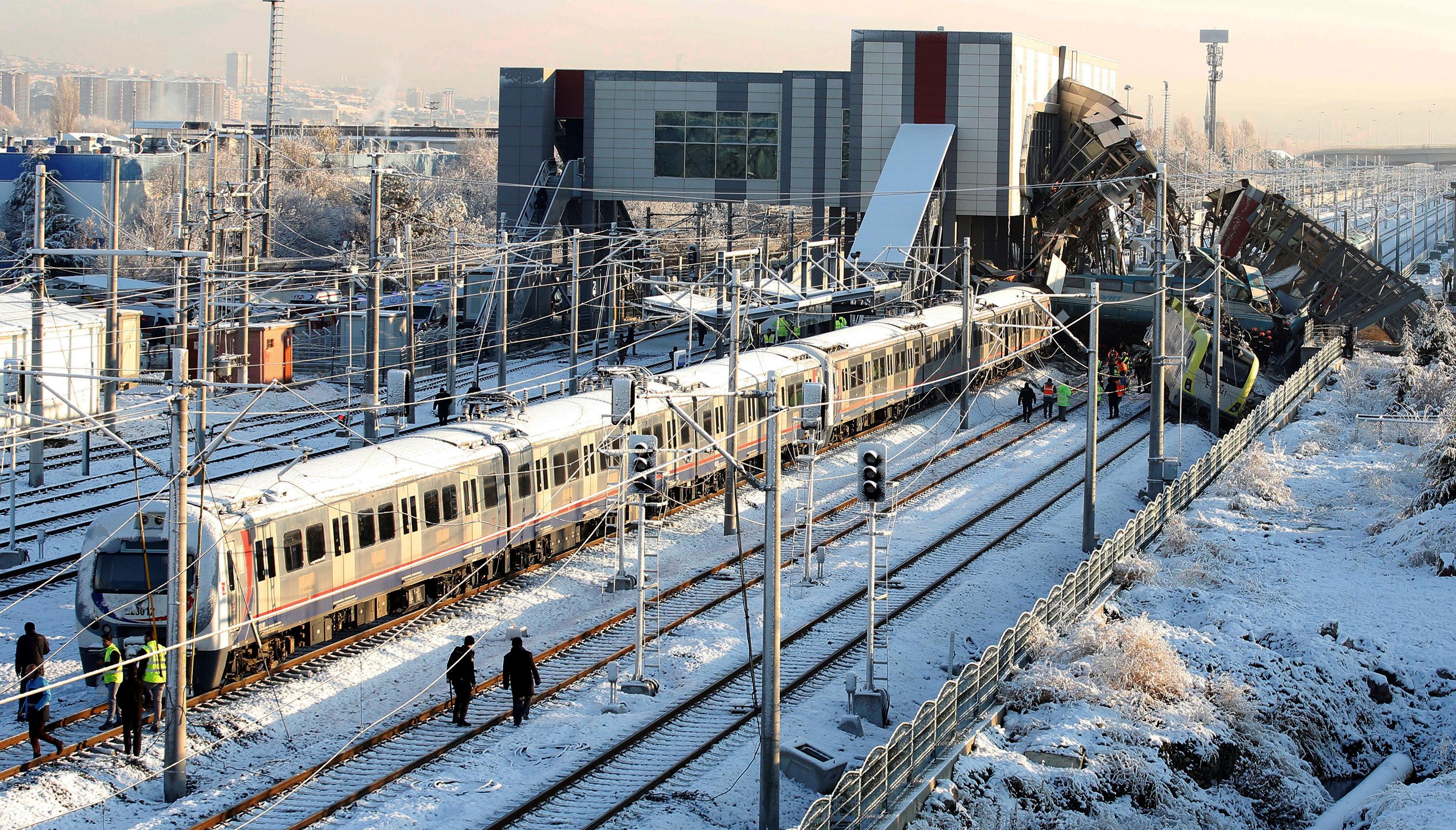 تصادم قطارين فى أنقرة