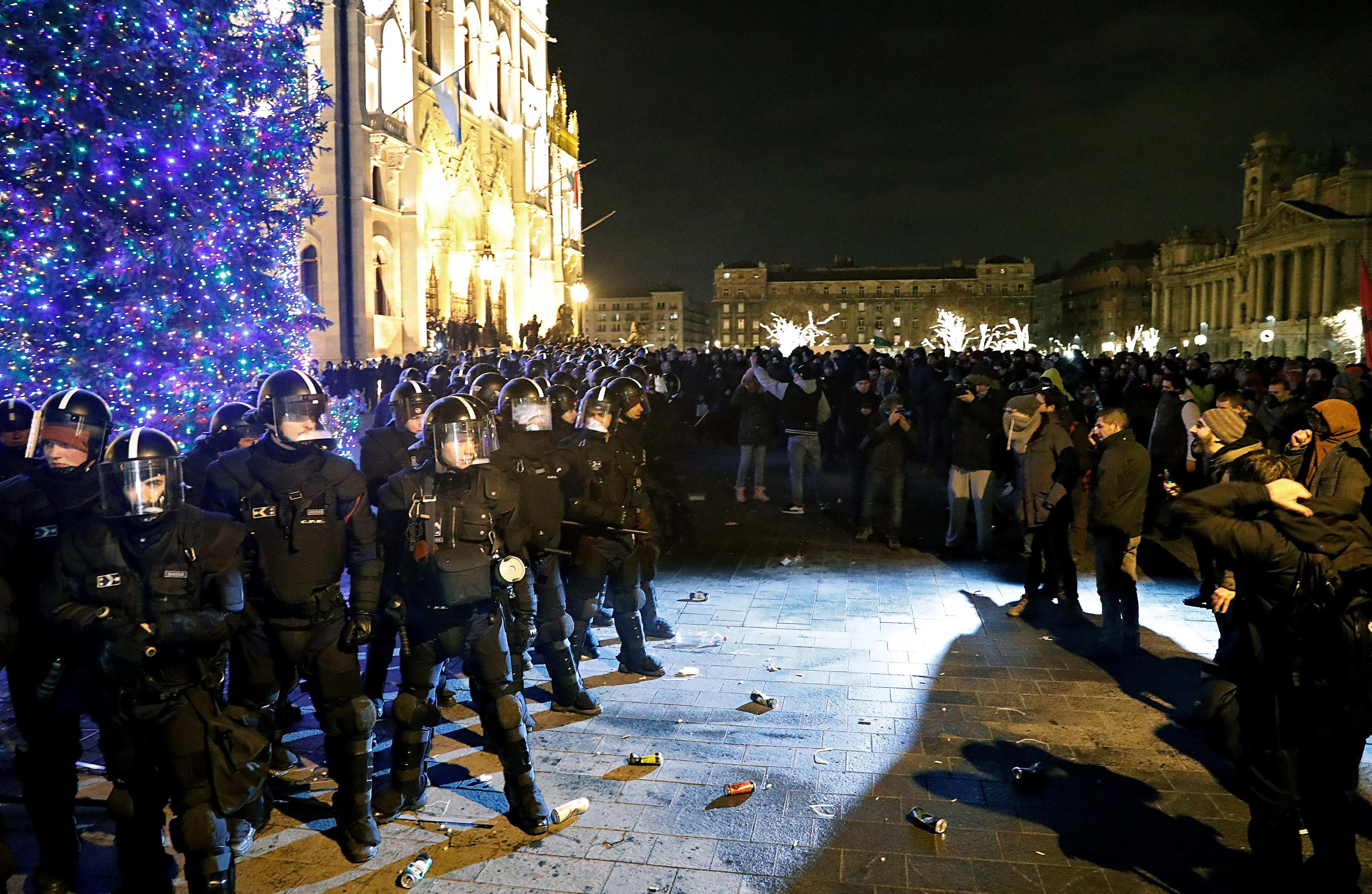 احتجاجات فى المجر ضد قانون العمل الجديد (8)