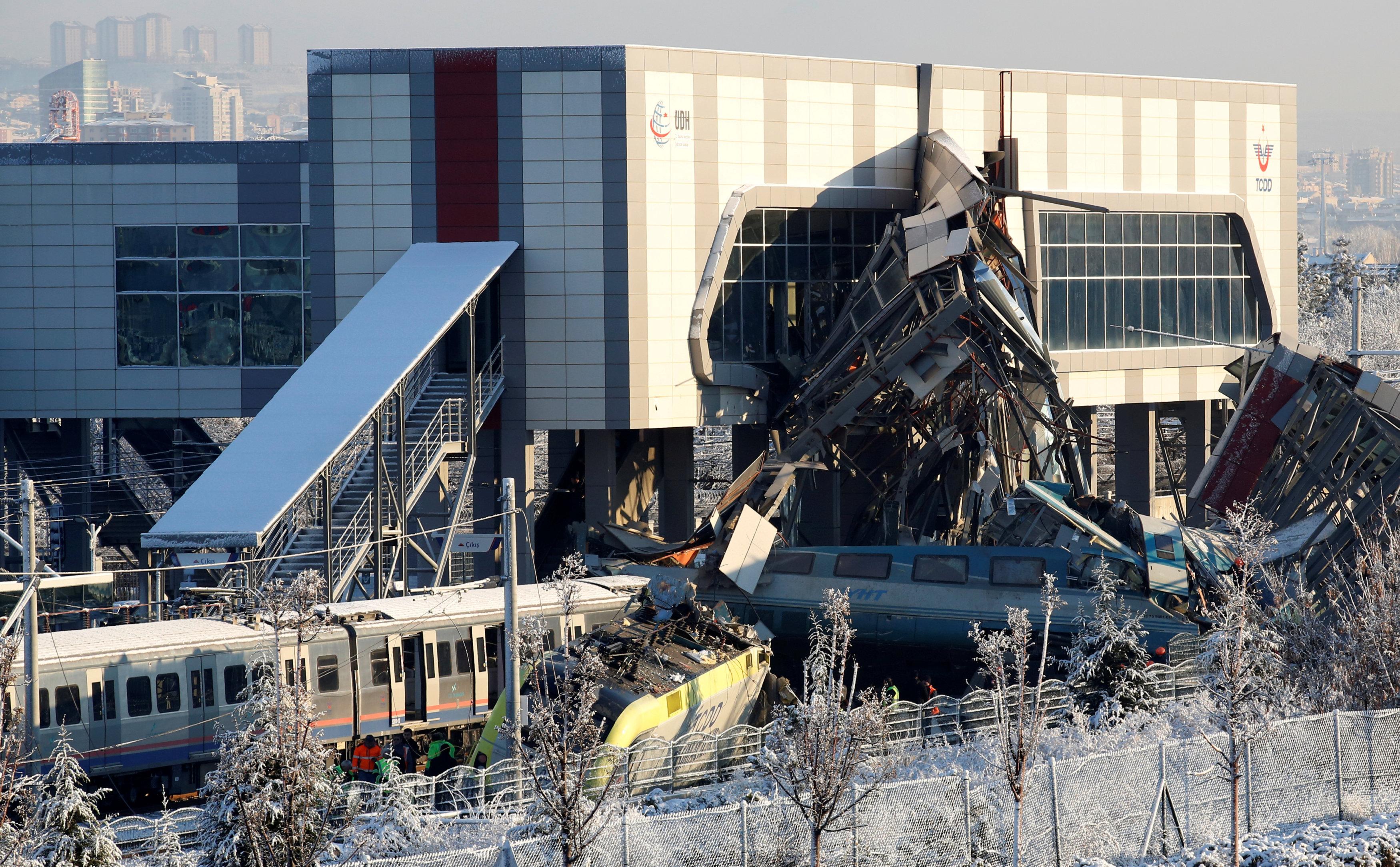 حادث تصادم قطارين فى أنقرة