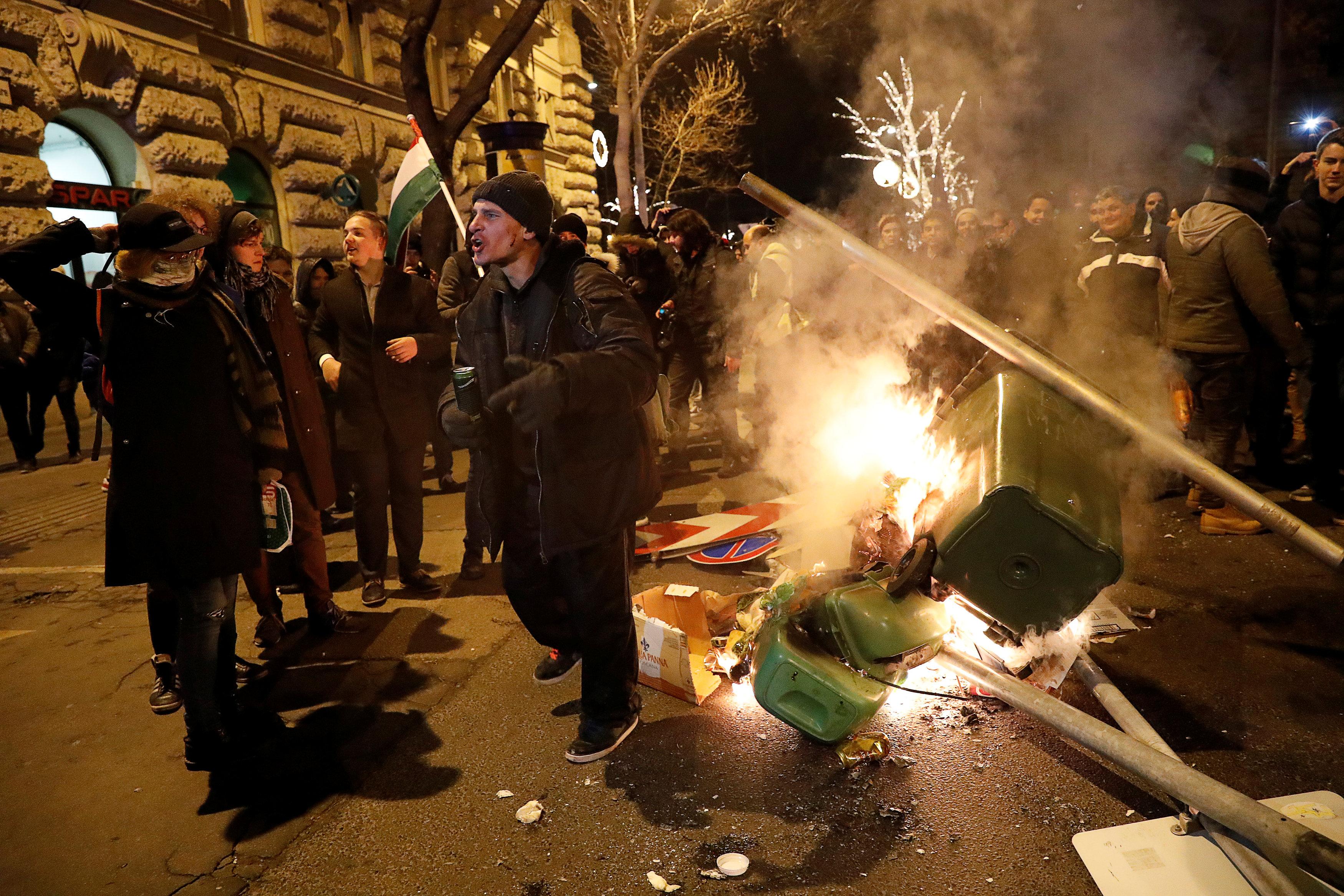احتجاجات فى المجر ضد قانون العمل الجديد (13)