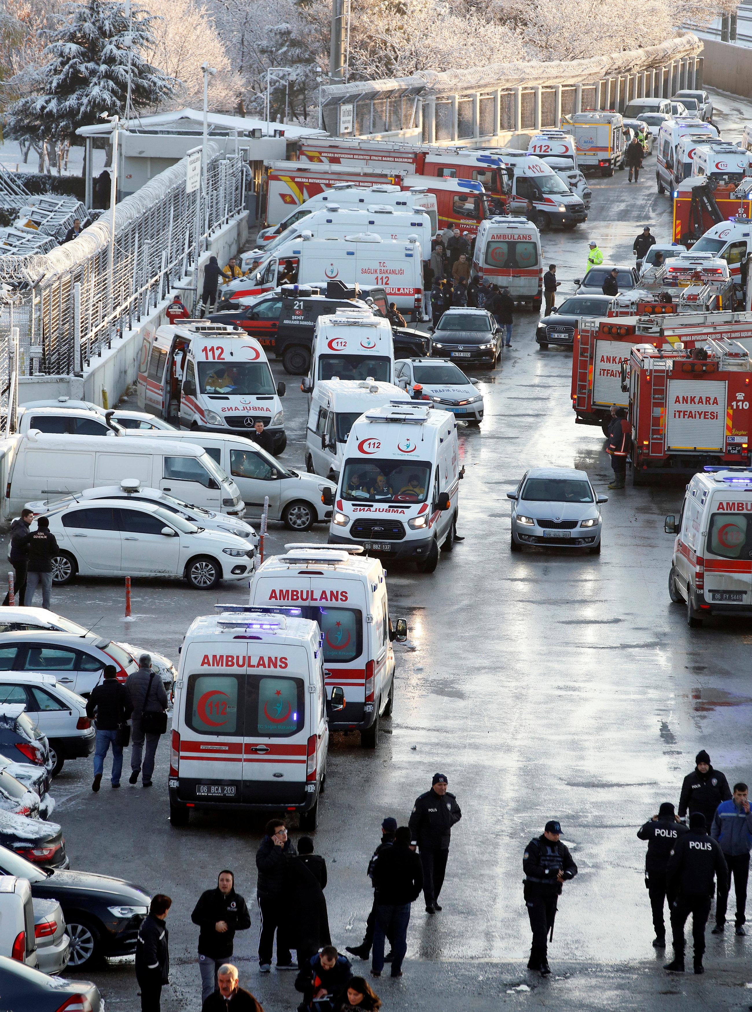 سيارات الاسعاف وشاحنات الإطفاء