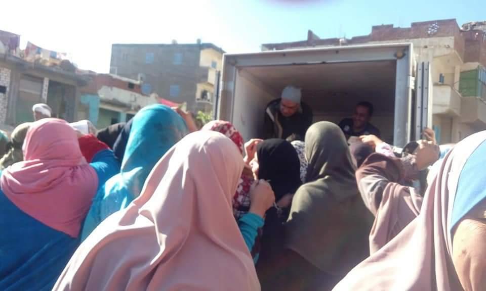 مستقبل وطن يطلق منافذ متحركة لبيع السلع بالقاهرة ويوزع الهدايا على الطلاب بالشرقية     (2)