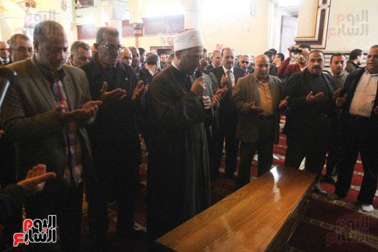 صلاة الجنازة لإبراهيم سعده (11)