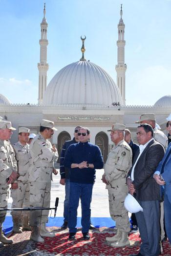الرئيس يتفقد مشروعات المدينة الجديدة و كاتدرائية ميلاد المسيح  (7)