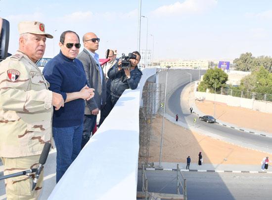 صور السيسى يتفقد مشروعات العاصمة الإدارية الجديدة (13)