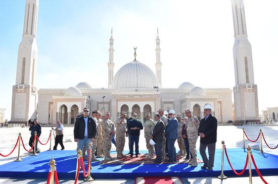 صور السيسى يتفقد مشروعات العاصمة الإدارية الجديدة (4)