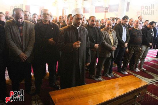 صلاة الجنازة لإبراهيم سعده (7)