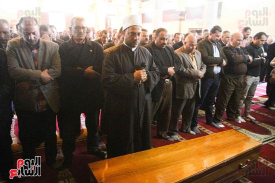 صلاة الجنازة لإبراهيم سعده (8)