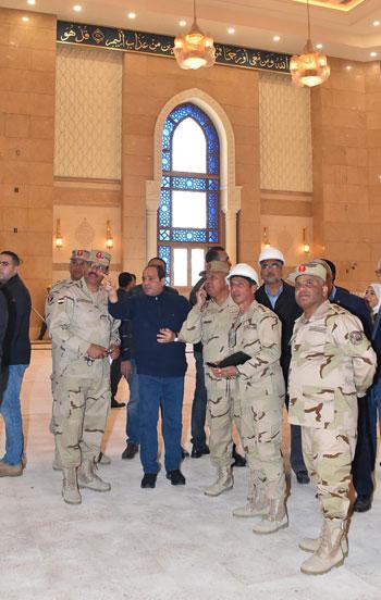 صور السيسى يتفقد مشروعات العاصمة الإدارية الجديدة (14)