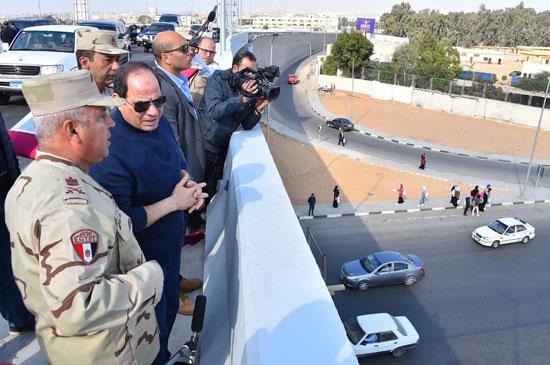 صور السيسى يتفقد مشروعات العاصمة الإدارية الجديدة (17)