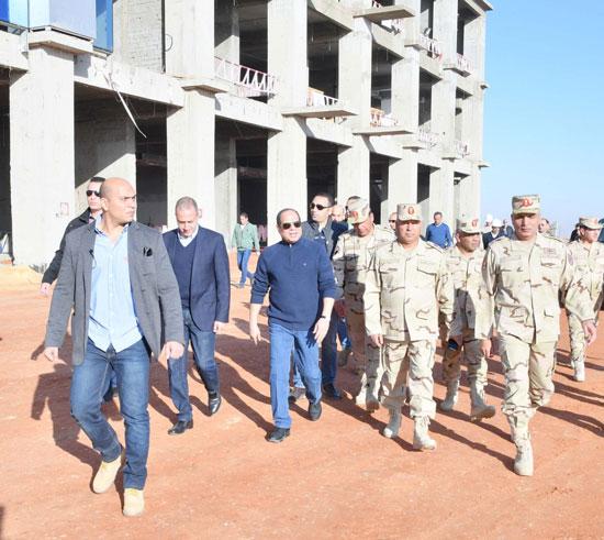 صور السيسى يتفقد مشروعات العاصمة الإدارية الجديدة (10)