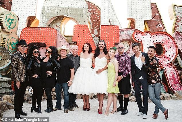 بريطانى يرتدى فستان فرح بزفافه (1)