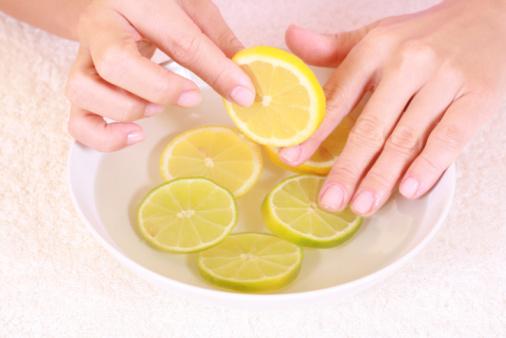 الليمون للعناية بالأظافر