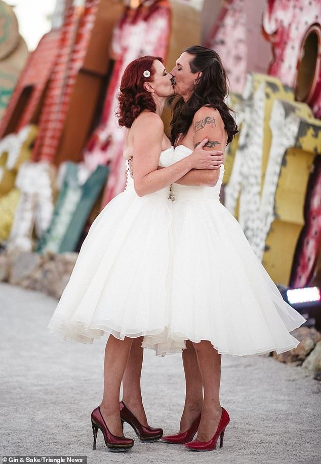 بريطانى يرتدى فستان فرح بزفافه (2)