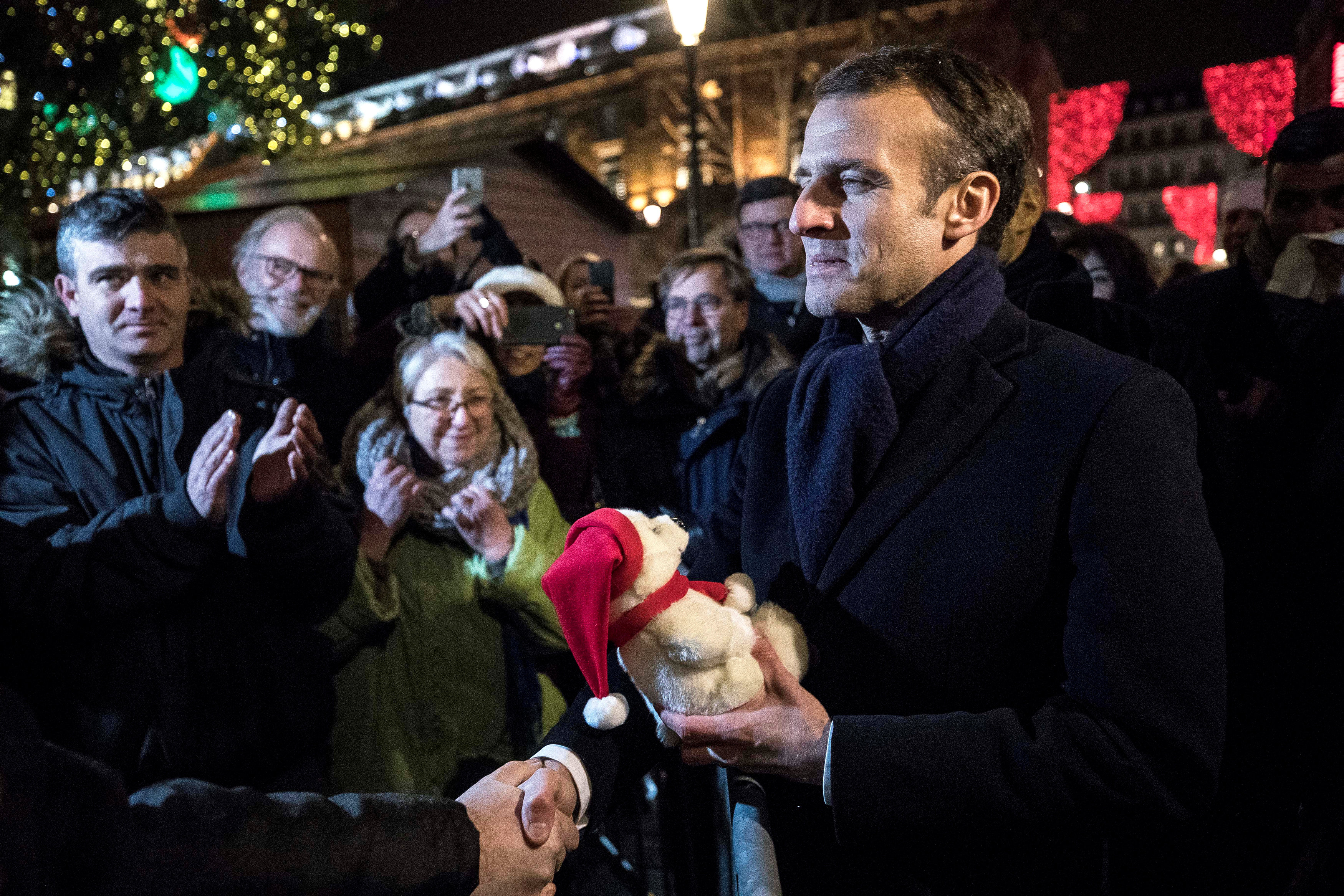 2018-12-14T202922Z_2062155409_RC1F82F4C100_RTRMADP_3_FRANCE-SECURITY-MACRON-CHRISTMAS